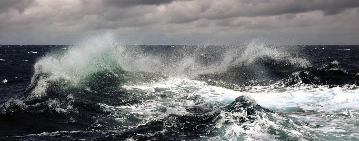 Comandami di venire verso di te sulle acque.  + Dal Vangelo secondo Matteo 14,22-33